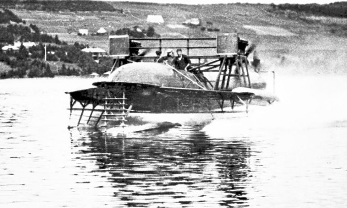 Workmen test the HD-4 on the water